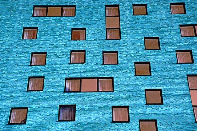 okna budoviy