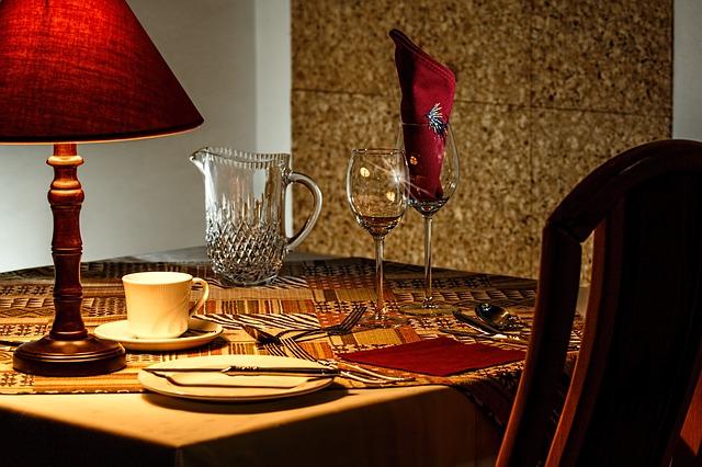 stůl jídelní