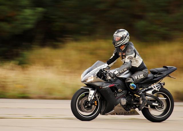 závodní motorka.jpg