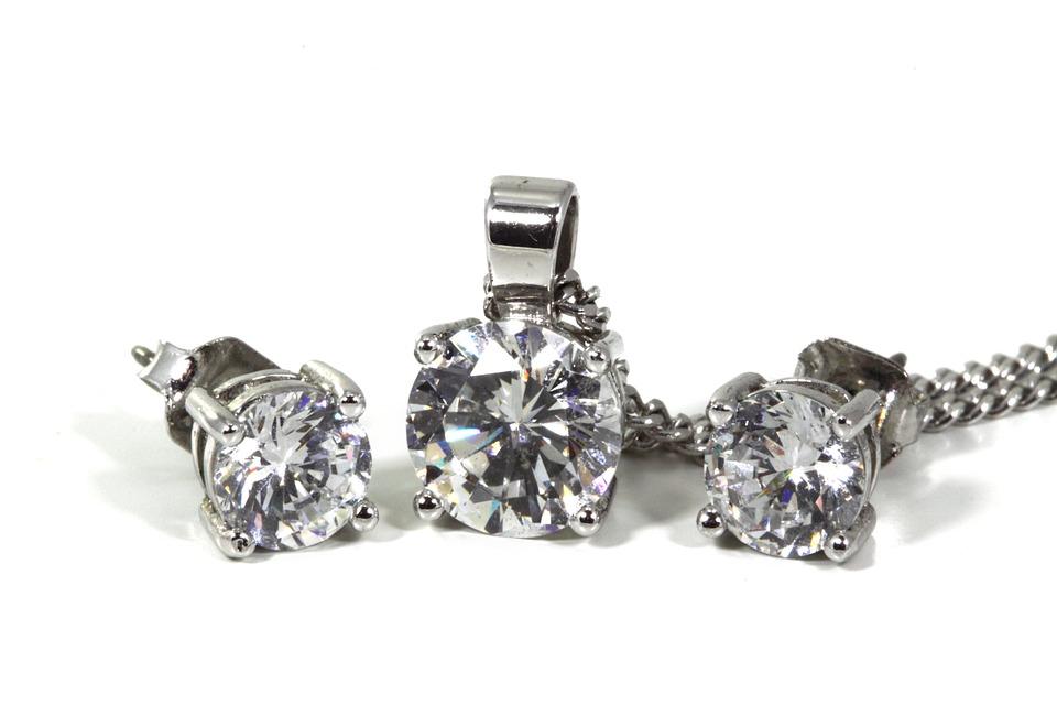 nausnice diamant