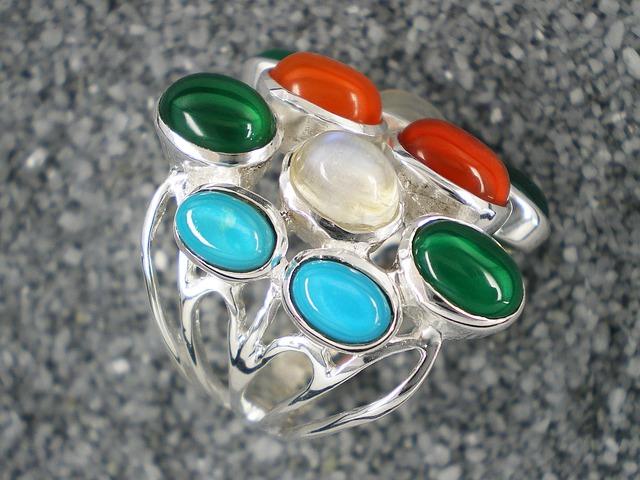 silver-jewelry-334068_640